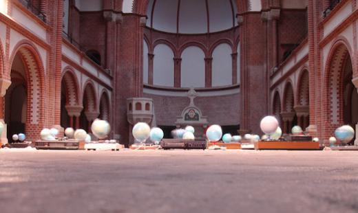 """""""In Memoriam Galileo Galileo"""" - Installation von Alex Flemming, 2008"""