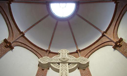 Apsisgewölbe über dem Altarkreuz