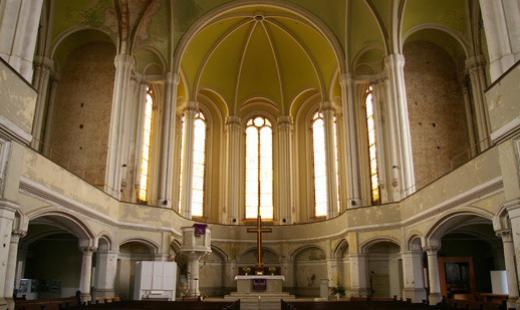 Innenraum Blick zum Altarraum
