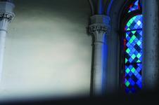 Das blaue Fenster der Zionskirche